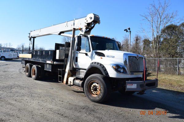 Center Mount 20 Ton Crane Truck 2